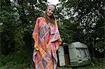 Femelle de hippies par caravane