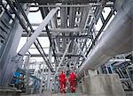 Arbeitnehmer Fuß durch einen unterirdischen gas