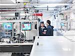 Scientifiques en laboratoire laser