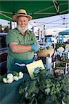 Portrait du vendeur au marché fermier