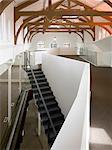 Multi étages espace bureau ouvert dans une chapelle rénovée. Architectes : Architectes OMI