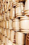 Pile de contenants de vins