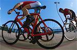 Cyclistes de course sur le Vélodrome