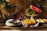 Buffet avec fruits frais, salade d'artichauts, nougat et tarte