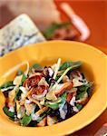 Salade de champignons et épinards avec vinaigrette crémeuse