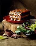 Coq cuit dans la terrine de foie gras de canard et de vin