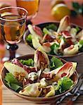 Endives, jambon cru, salade de noix et roquefort
