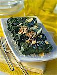 Green rouleaux fourré avec du riz et fruits secs