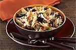 Fusillis aux aubergines, pignons, basilic et parmesan