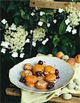 Abricots rempli de mousse d'amandes et cerises