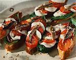 Tomate, mozzarella et anchois sur toast