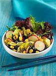 Algues et salade de maïs avec sauce aux câpres