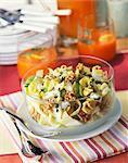 Salade de chicorée, noix, pommes et roquefort