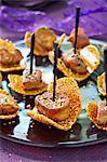 Nougatine Tuile Kekse mit gebratene Foie-Gras-Würfel