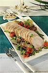 Rôti de porc avec légumes et sauce au thon
