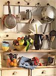 Fruits sur les étagères de cuisine