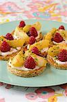 Weißer Pfirsich und Himbeere Shortbread-Törtchen