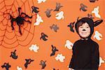 Junge lächelnd In Cat-Kostüm für Halloween
