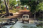 Australie, Northern Territory, Parc National de Kakadu. Traversant l'East Alligator River au passage de Cahill. La rivière est la frontière entre le Kakadu et Arnhem Land.