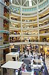 Centre commercial de Kuala Lumpur, en Malaisie, sous les tours Petronas