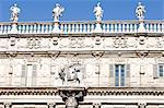 Italie, Verona, piazza delle erbe, lion de St Mark et le palazzo Maffei