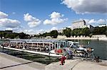 France, Paris, bateau-mouche sur la Seine