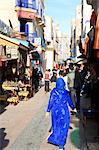 Maroc, Essaouira, le souk, les femmes dans la rue