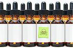 Rangées de bouteilles compte-gouttes avec un Poison marqué