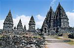 Temple de Prambanan, Java, Indonesia.Just environ 10 km à l'extérieur de Yogyakarta dans le centre de Java est le complexe du temple de Prambanan.This immense complexe de temples hindous a été construit entre les VIIIe et Xe siècles.