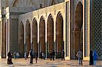 La mosquée Hassan II à Casablanca est le troisième plus grand au monde après celles de la Mecque et Médine, et son minaret, à 210 m, est le plus grand de tous.Il a été construit pour commémorer ancien roi Hassan IIs 60e anniversaire en 1993.