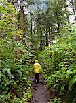 Frau Wandern am Kap Schmeichelei Trail im US-Bundesstaat washington
