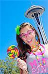 Teen girl avec aiguille lollipop et espace