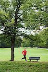Eine Frau, Joggen im Park, Schweden.