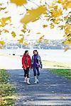 Mère et fille se promener, Suède.