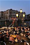 Abendblick ein Restaurant neben dem Canal Grande, Venedig zum UNESCO-Weltkulturerbe, Veneto, Italien, Europa