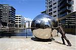Sculpture en acier inoxydable par Kevin Atherton, Clarence Dock, Leeds, West Yorkshire, Angleterre, Royaume-Uni, Europe