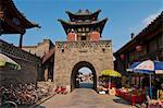 Stone gate à Pingyao, réputée pour son mur magnifique ancienne ville, patrimoine mondial de l'UNESCO, Shanxi, Chine, Asie
