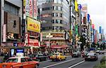 Enseignes au néon s'allume le quartier des divertissements Kabukicho à Shinjuku, Tokyo, Japon, Asie