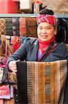 Verkäuferin, Stoff-Shop, Panjiayuan Flohmarkt, Chaoyang District, Beijing, China, Asien