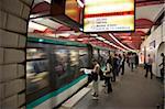 Metro u-Bahn Station, Paris, Frankreich, Europa eingehen