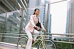 Vélo de femme d'affaires