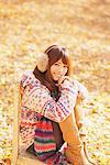 Japanische Frauen auf Stuhl sitzend, lächelnd