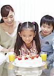 Parents et enfants, avoir une fête d'anniversaire