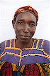 Burundi. Une fermière traditionnellement habillée pose pour son portrait.