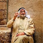 Un arabe dans la vieille ville, fumant une cigarette. Jérusalem, Israël, Moyen-Orient