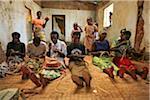 Rwanda. Les veuves du génocide tissent à la jacinthe Covega coopérative de tissage.