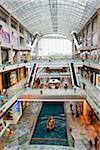 Singapour, Singapour, Marina Bay. Les Shoppes at Marina Bay Sands - un centre commercial à l'hôtel Marina Bay Sands & complexe du casino.