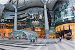 Singapour, Singapour, Orchard Road. Centre commercial ION Orchard, dans le quartier commerçant d'Orchard Road.