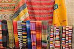 Textiles aux couleurs vives, plein cadre