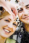Ein Puzzle mit dem Bild eines Paares.